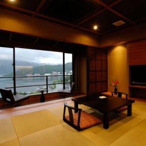 富士河口湖温泉「霊水の湯」を引き込んだ大浴場で至福のひとときを