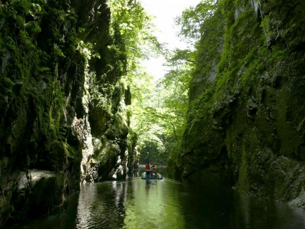 ボートでしか行けない絶景の秘境「三淵(みふち)渓谷」