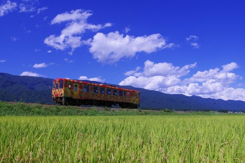 乗ってよし、見てよしの鉄道「フラワー長井線」