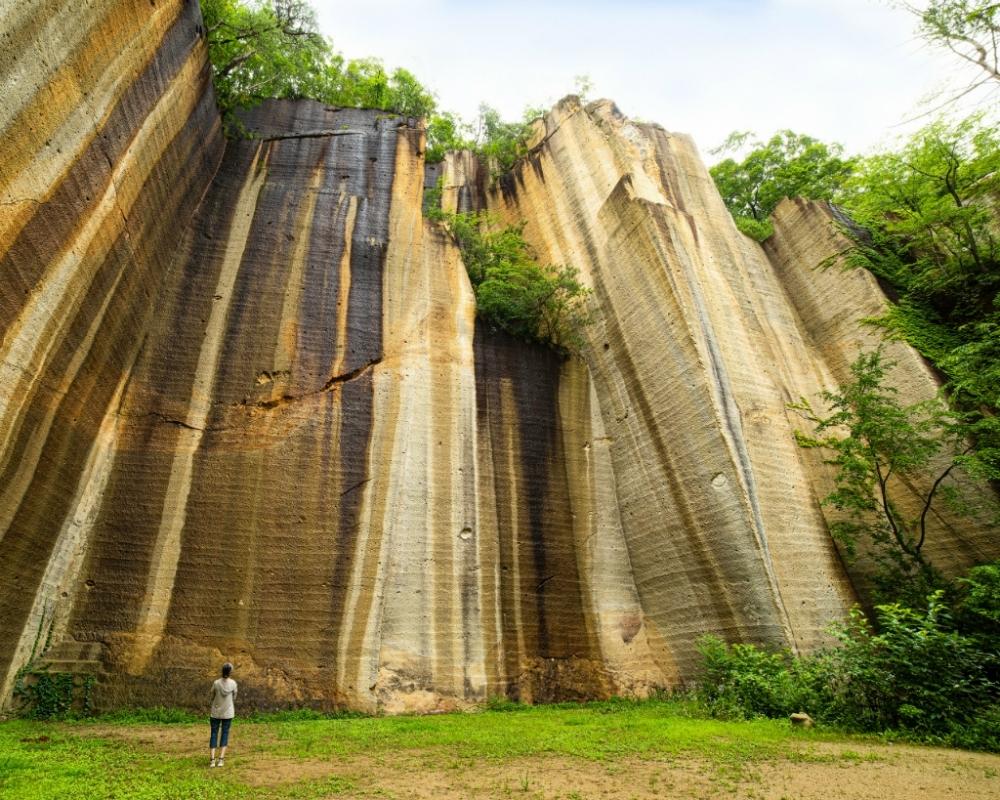 天まで続く岩壁に圧倒される「瓜割石庭公園」
