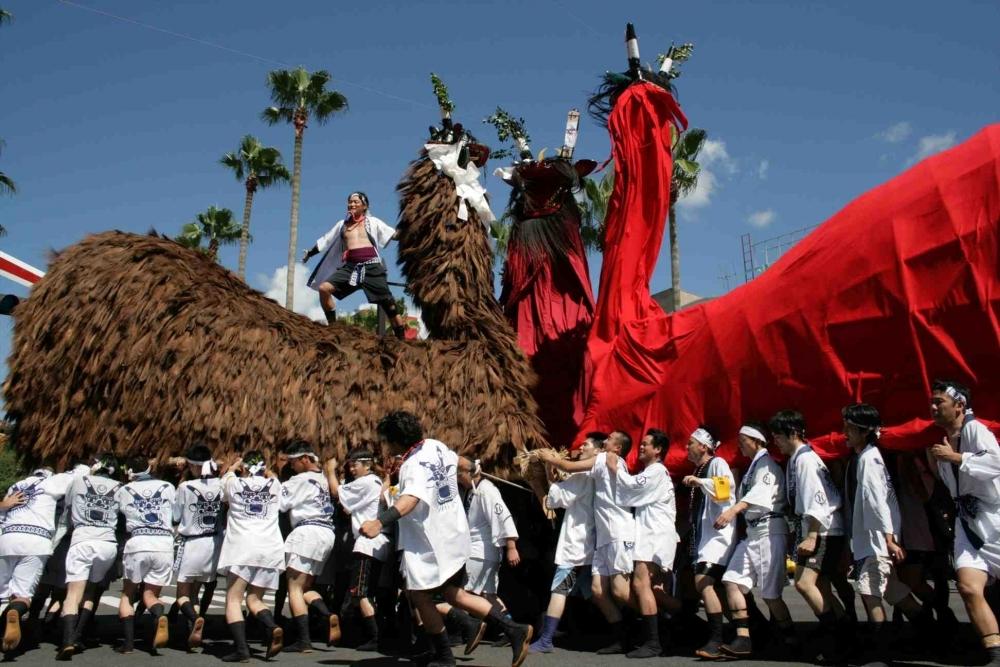 牛鬼が街を練り歩く「和霊大祭うわじま牛鬼まつり」