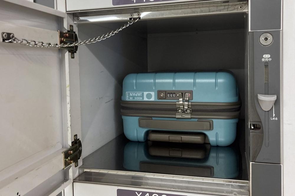 標準サイズのコインロッカーにスーツケース!?