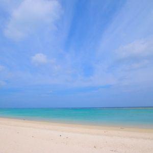 ロケ地として有名な「長浜ビーチ」が目の前!高級リゾートでリフレッシュ