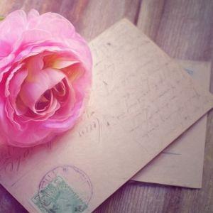 絵葉書を贈ろう。旅行先から手紙を「自分宛」に送るメリットとは