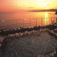 かつてクジラが戯れた海が目の前に。絶景と料理自慢の「シーサイドホテル鯨望荘」