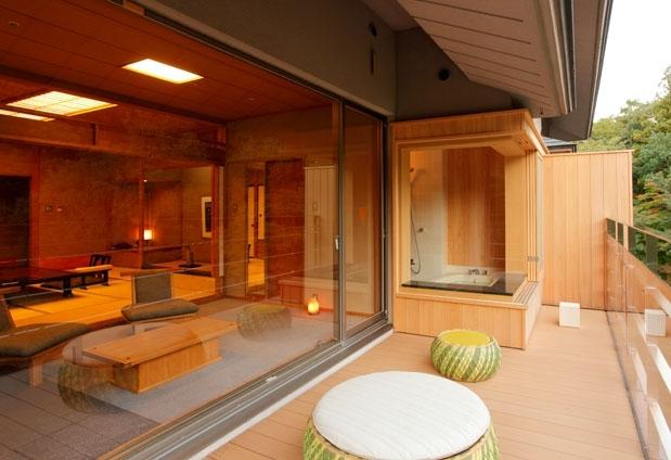 美しい庭園を眺める展望風呂付きテラス客室