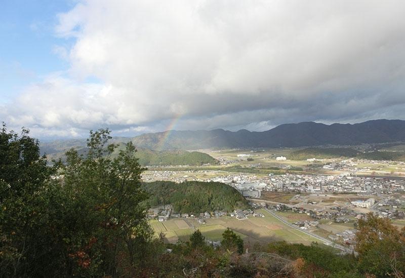 山登りをしながら史跡巡り、山頂からの眺望も見事