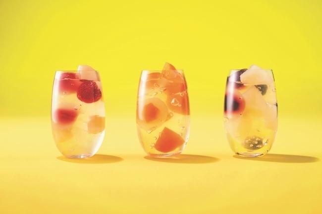 キラキラ輝く宝石箱のような「果実と葛饅頭のフルーツジュレ」