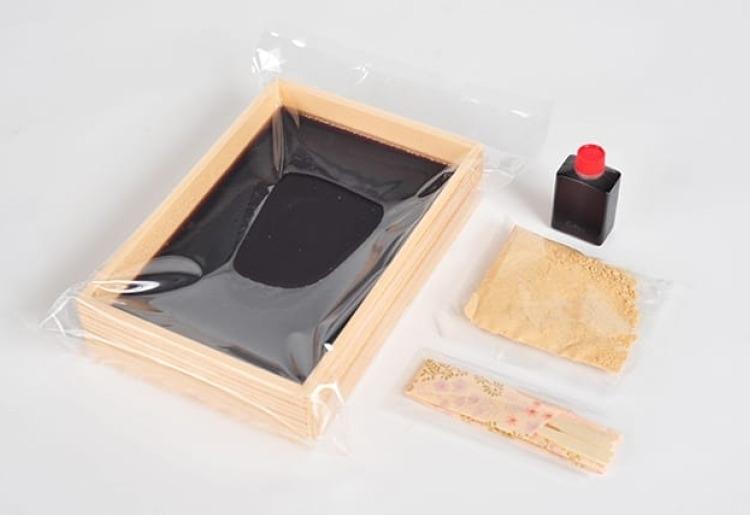 夏に味わいたい涼菓子「富士の湧水で作った黒糖葛餅」