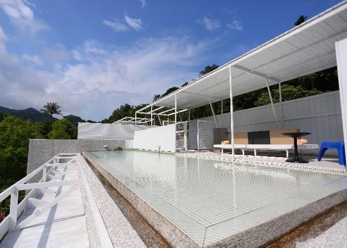 開放感ある屋上プールで夏を満喫!