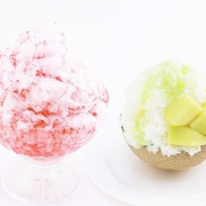 一日限定10食の贅沢!苺25粒使用・完熟メロンが器のかき氷が期間限定販売開始その0