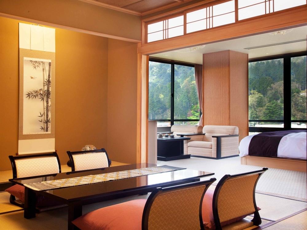 四季折々の美しい景色が見渡せる客室