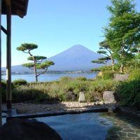 秋の月夜を満喫できる富士・山中湖の宿(山梨)