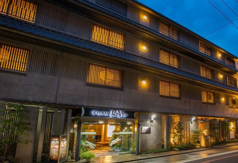 京都の町のど真ん中、お風呂とお料理の宿 旅館こうろ