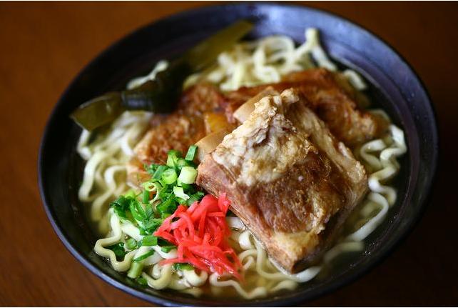 2つのスープと2つの具材!ソーキそば&沖縄そば2食お試しセット