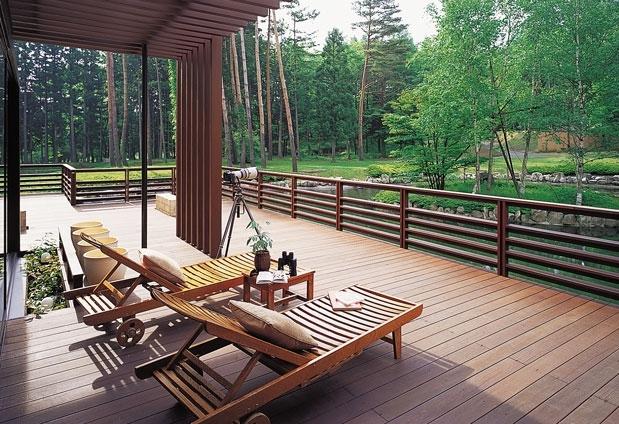 山梨県の絶景ホテル「フジプレミアムリゾート」の魅力▶森と水辺のコテージ「フォレストビレッジ」