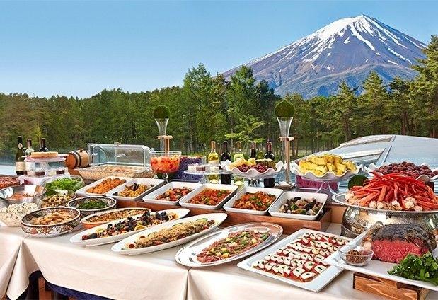 山梨県の絶景ホテル「フジプレミアムリゾート」の魅力▶富士山ビューのレストラン「トップオブフォレスト」