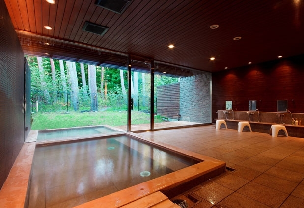 山梨県の絶景ホテル「フジプレミアムリゾート」の魅力▶富士の天然温泉「フォレストスパ」
