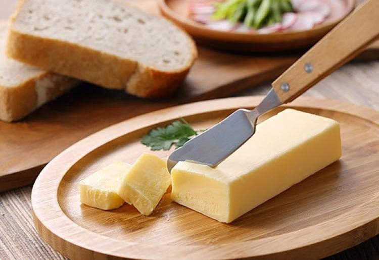 """""""黄金のミルク""""ジャージー牛乳をたっぷり使った濃厚な「蒜山ジャージー醗酵バター」"""