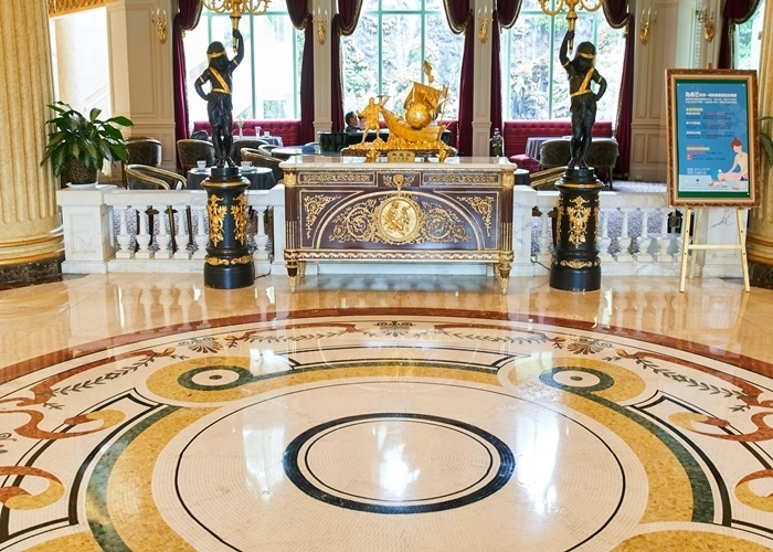 その豪華さ、博物館級。欧州の骨董&美術品を間近で鑑賞。
