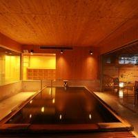 諏訪湖一の美肌名湯。休日は「蜜のような黄金の湯」を楽しめる旅へ