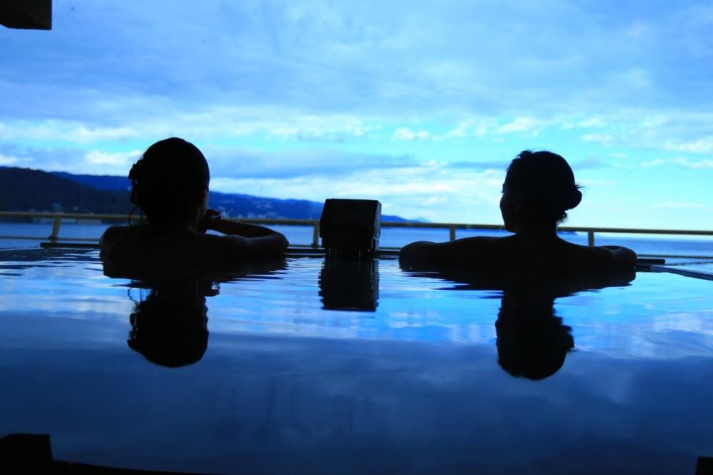 貸切檜風呂に広がる網代の絶景