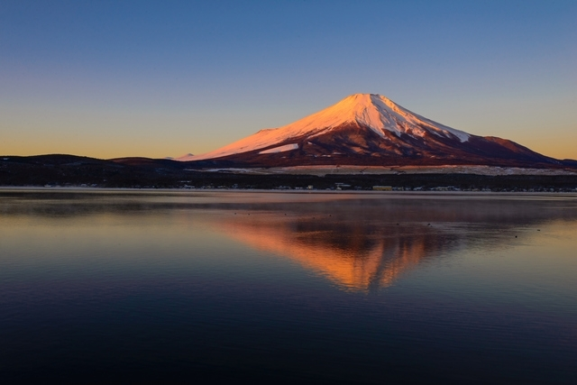 山梨ならではの絶景、紅富士