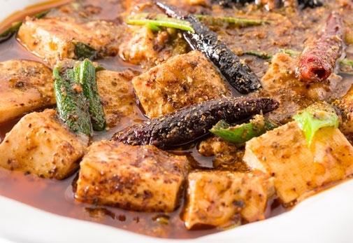 絶妙な辛さと香りがクセになる「四川産サンショウの効いた激辛マーボードーフ」