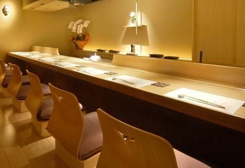 老舗旅館のような空間でいただく繊細なすき焼き「銀熊茶寮」
