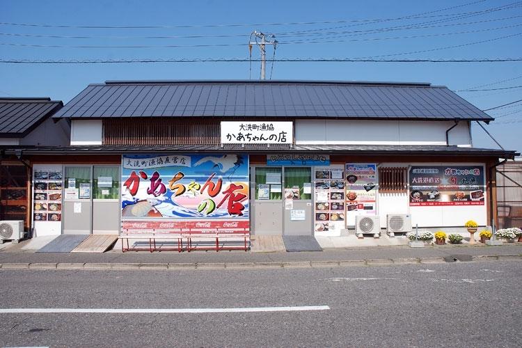 お昼は「かあちゃんの店」で漁師料理を!