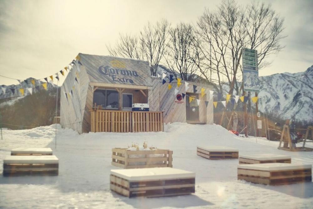 北アルプスの雪山を望む絶景テラスと幻のバーが今年もオープン!その2