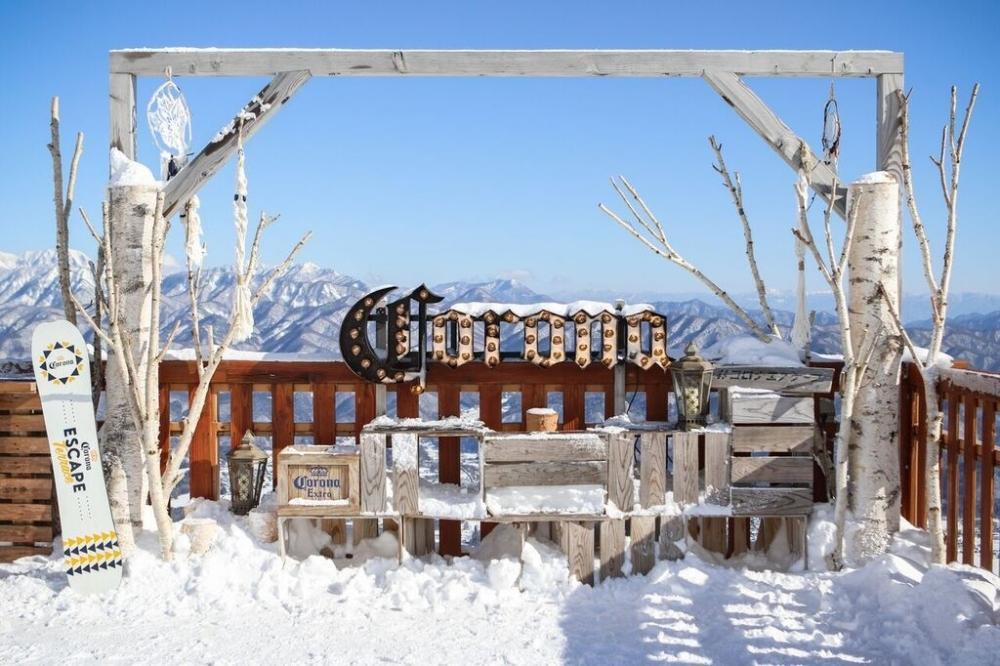 北アルプスの雪山を望む絶景テラスと幻のバーが今年もオープン!その3