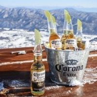 北アルプスの雪山を望む絶景テラスと幻のバーが今年もオープン!