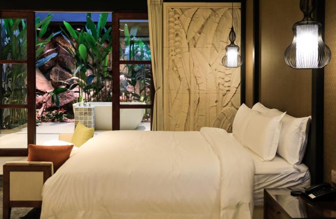 リゾートホテルの醍醐味は、贅沢な空間づかいにあり。