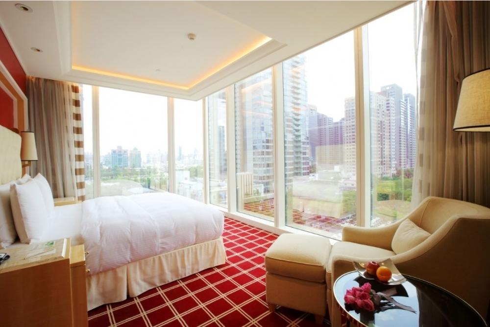 自然光が降り注ぐ、開放的で気持ちのよい客室