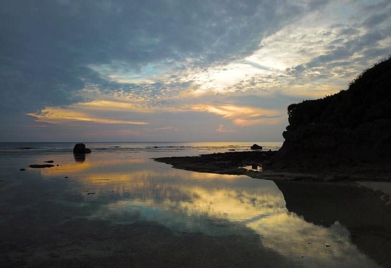 「せごとん」の撮影地、正名ビーチの秘密基地感がたまらない