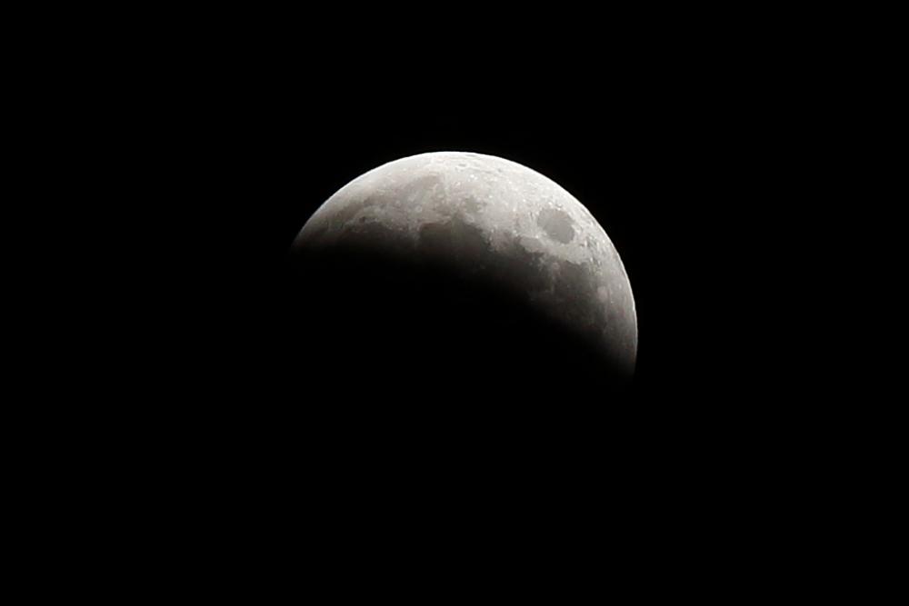 約3年ぶりの皆既月食を展望台で観察!サンシャイン60展望台が延長営業実施その2