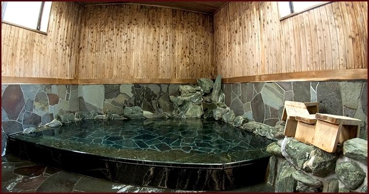 温泉は「道後温泉本館」と同じ源泉をかけ流し