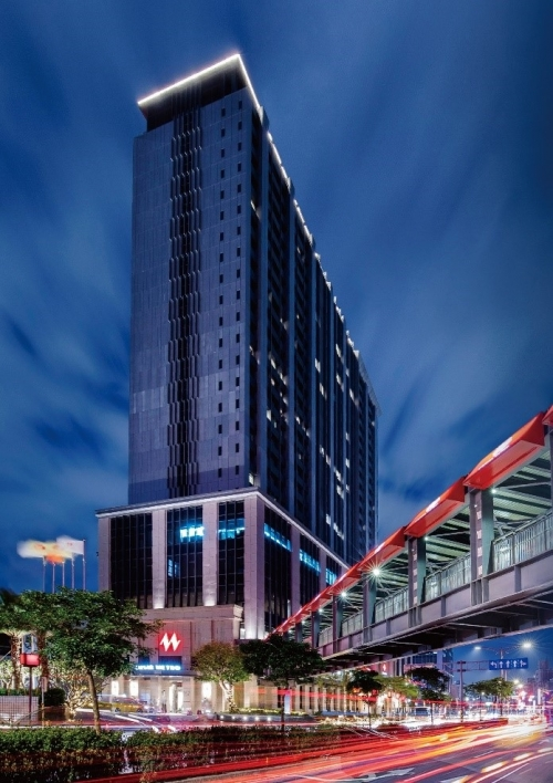 目指すは、萬華駅の新ランドマークのツインタワー。