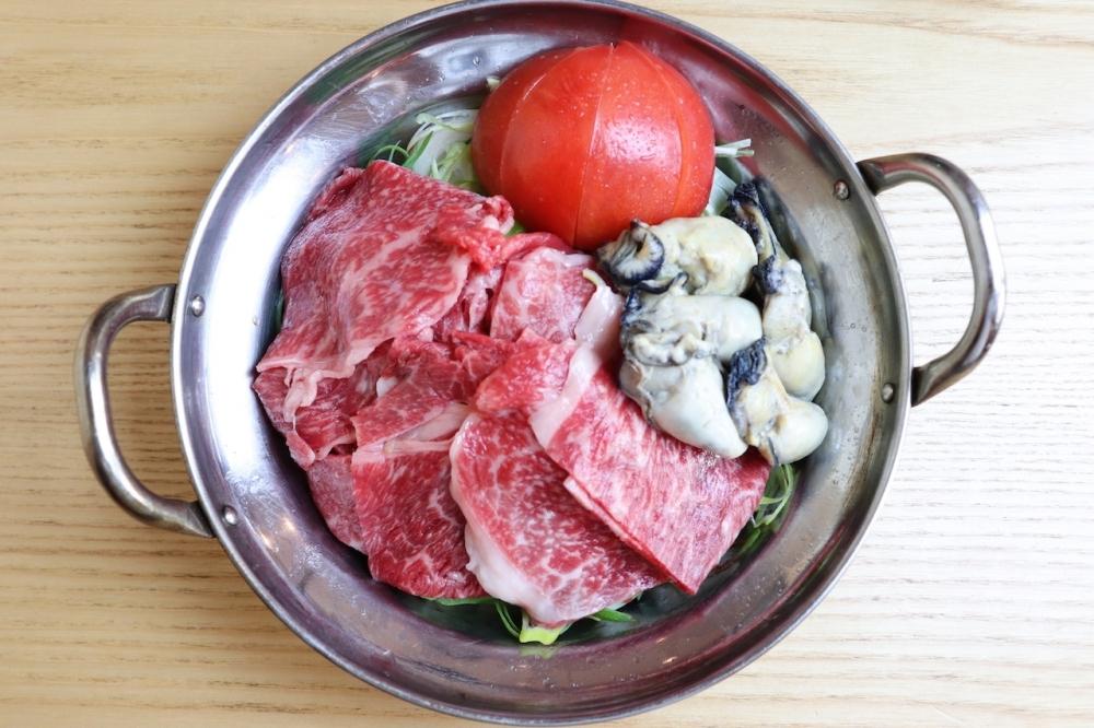 注文必至の牡蠣と黒毛和牛の一口すき焼き