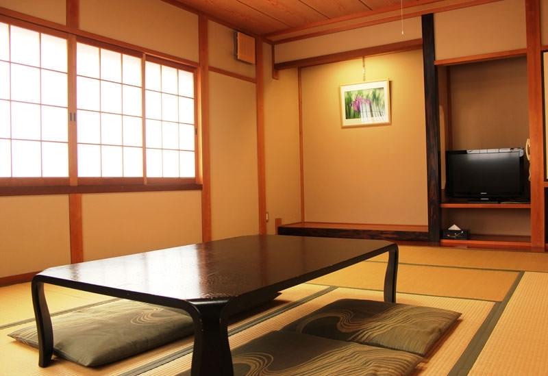 シンプルなお部屋でゆっくりと寛ごう