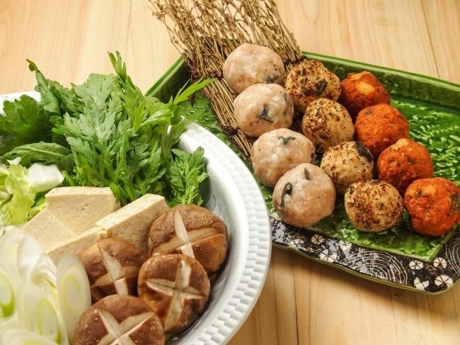 鰻と梅のタブーな組み合わせ「鰻鶏(うっとり)つみれの地味鍋」