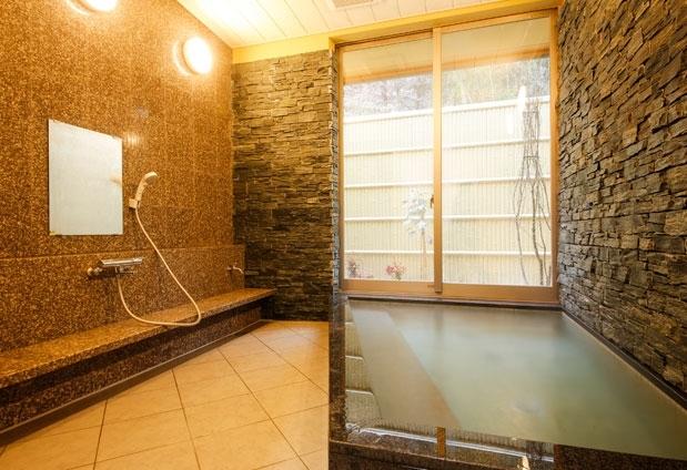 温泉は、館内内湯と外湯の両方を楽しもう!