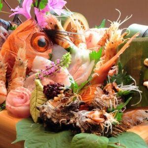 仲買人が目利きした旬の魚介をたっぷりと。城崎温泉の宿で過ごす上質な時間