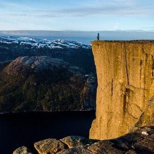 死ぬまでに見に行きたい絶景。ノルウェーの絶壁「プレーケストーレン」