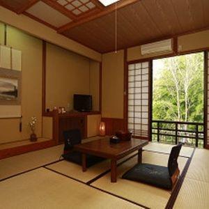 筋湯温泉を満喫!大分県「山荘 やまの彩」で寛ぐ贅沢旅