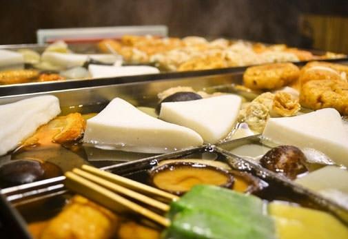 囲炉裏でおでんが味わえる「おでん・居酒屋 飛騨」(静岡)
