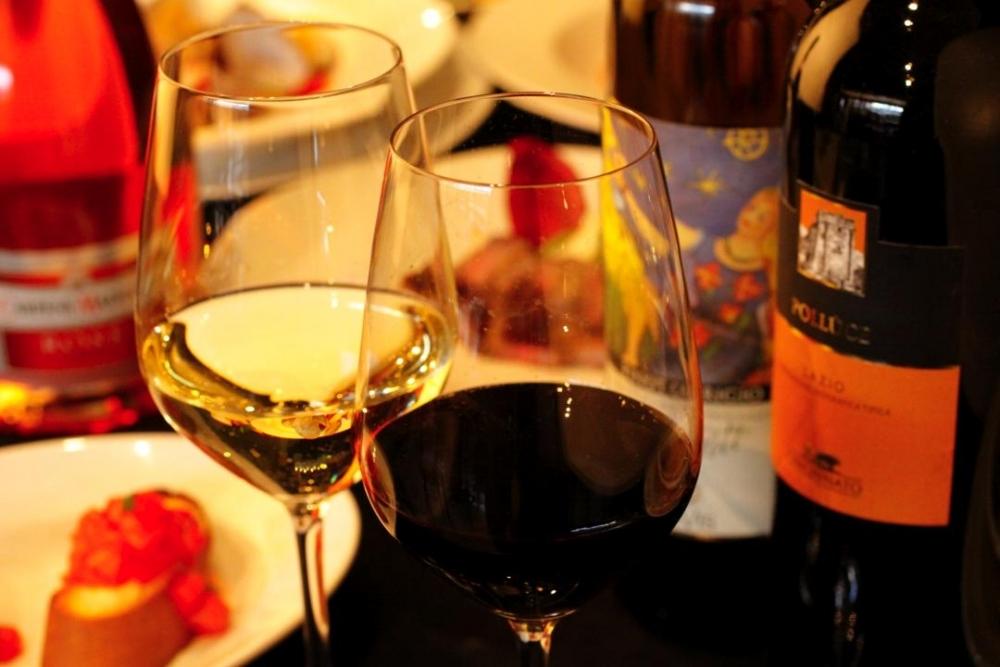 専属ソムリエが厳選した、料理と相性抜群のワイン