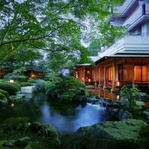 露天風呂、大浴場や5つの貸切風呂で湯めぐりを。鬼怒川の閑静な隠れ宿