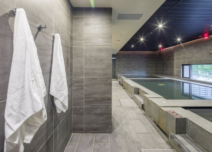 大浴場ならではの開放感、ヒノキのサウナも快適です